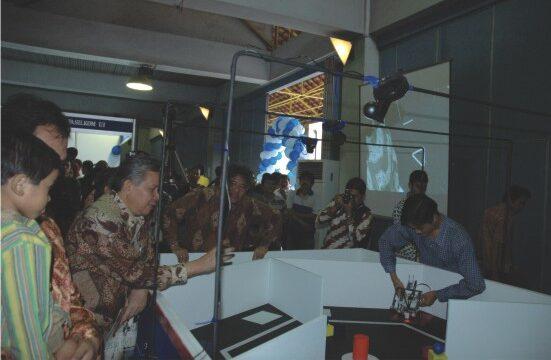 TIM ROBOTIK Bertarung di KRI dan KRCI 2009